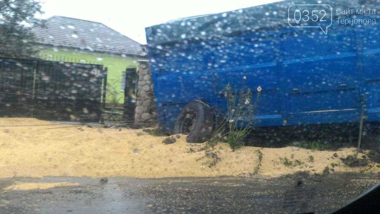 Розбита вщент кабіна, відірвані колеса: у Підгородньому через ДТП із фури висипалося зерно, зараз на трасі – чималі затори (Фото, відео), фото-2