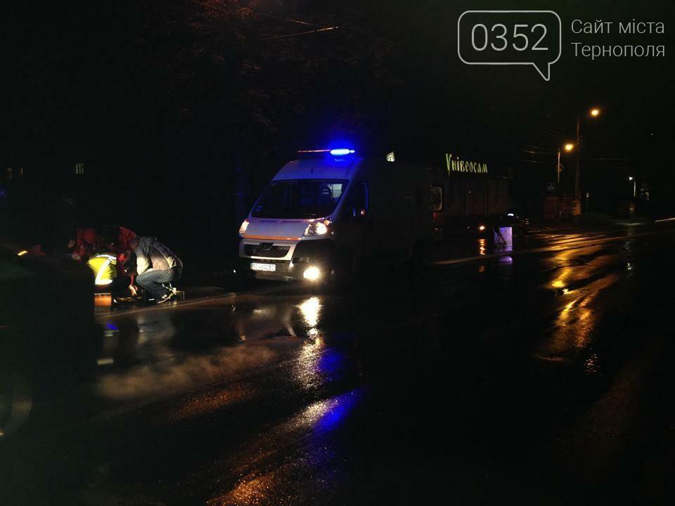 """Поблизу """"Універсаму"""" у Тернополі збили людину (фото), фото-1"""