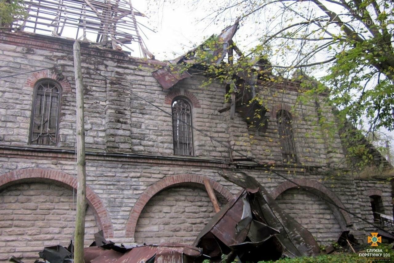 Внаслідок буревію на Тернопільщині костел залишився без даху (фото), фото-2