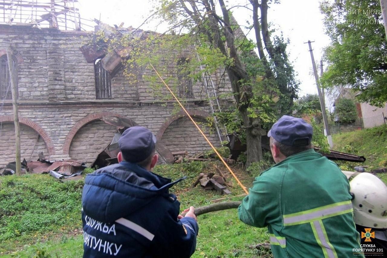 Внаслідок буревію на Тернопільщині костел залишився без даху (фото), фото-3