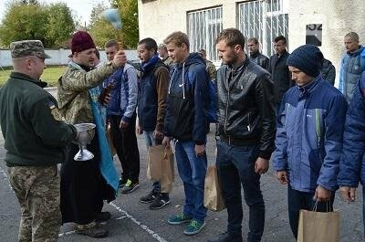 З Тернополя до армії відправили перших призовників (фото), фото-3