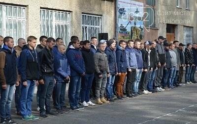 З Тернополя до армії відправили перших призовників (фото), фото-1