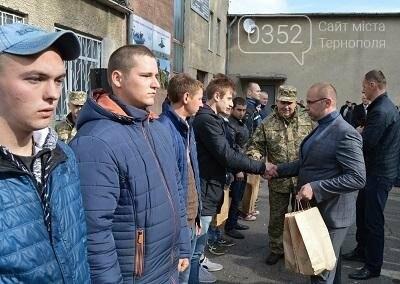 З Тернополя до армії відправили перших призовників (фото), фото-2