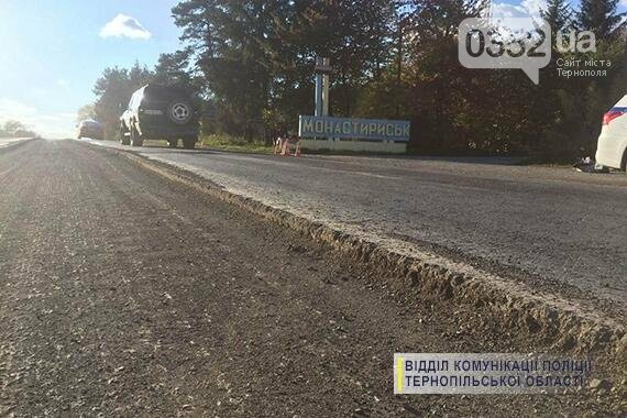 На Тернопільщині через ремонт дороги авто влетіло в дерево (фото), фото-1