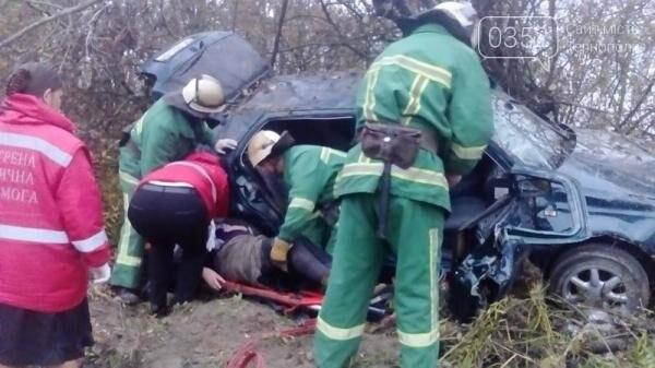 Внаслідок ДТП на Тернопільщині рятувальники вирізали пасажирів із автівки (фото), фото-3