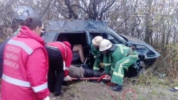 Внаслідок ДТП на Тернопільщині рятувальники вирізали пасажирів із автівки (фото), фото-2