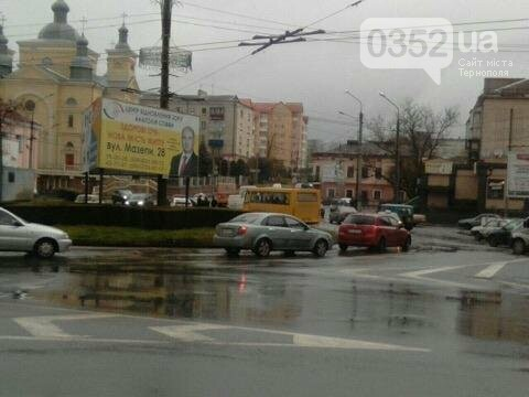 У Тернополі на Микулинецькій утворились величезні затори через ДТП на кільці (ФОТО), фото-5