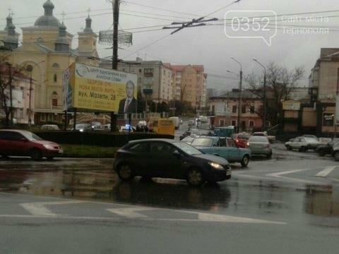 У Тернополі на Микулинецькій утворились величезні затори через ДТП на кільці (ФОТО), фото-3