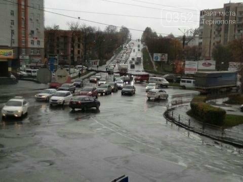 У Тернополі на Микулинецькій утворились величезні затори через ДТП на кільці (ФОТО), фото-6
