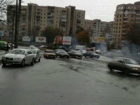 У Тернополі на Микулинецькій утворились величезні затори через ДТП на кільці (ФОТО), фото-2
