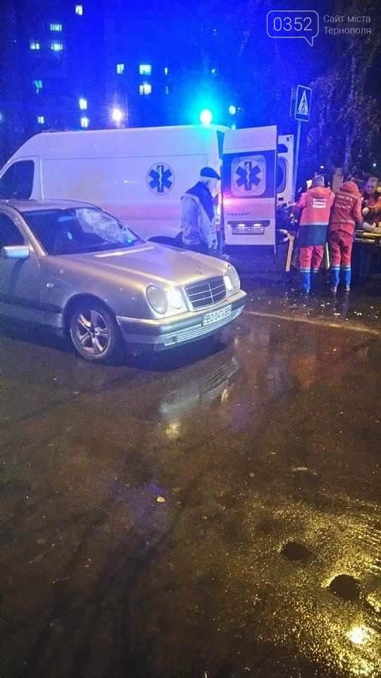 """У Тернополі """"Mercedes"""" біля магазину """"Прогрес"""" збив двох людей (фото), фото-1"""