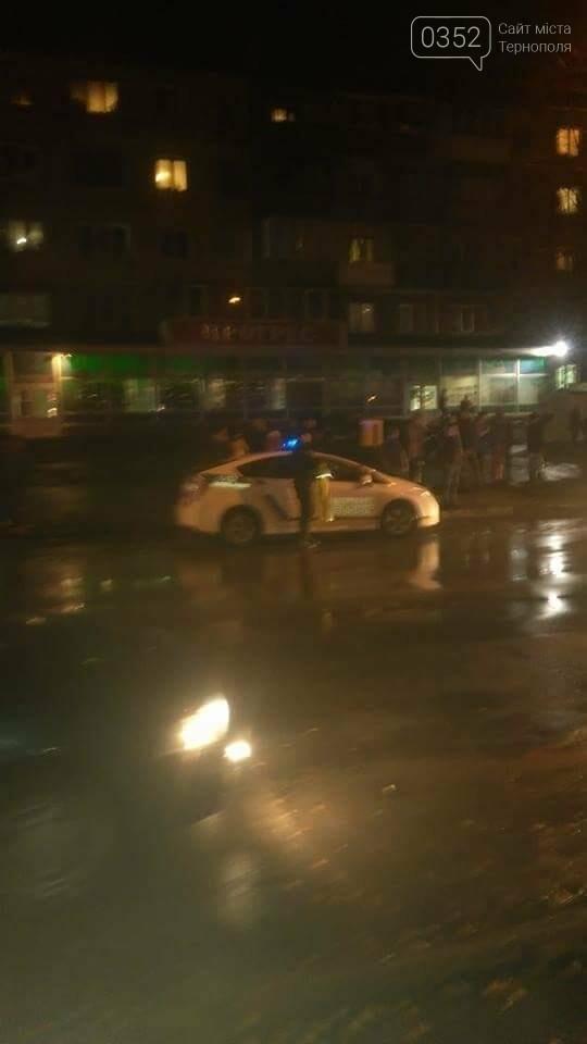 """У Тернополі """"Mercedes"""" біля магазину """"Прогрес"""" збив двох людей (фото), фото-2"""
