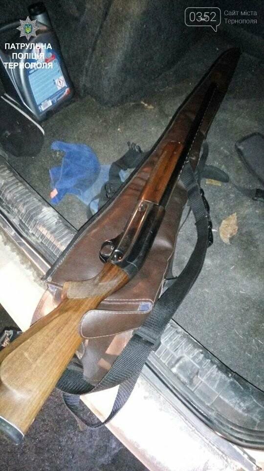 На Тернопільщині затримали порушника ПДР зі зброєю у автомобілі (фото), фото-2