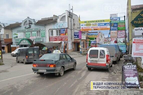 На ринку двоє кавказців обікрали автомобіль тернополянина (фото), фото-2