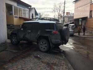У Тернополі жінка викликала поліцію через водія позашляховика (фото), фото-1