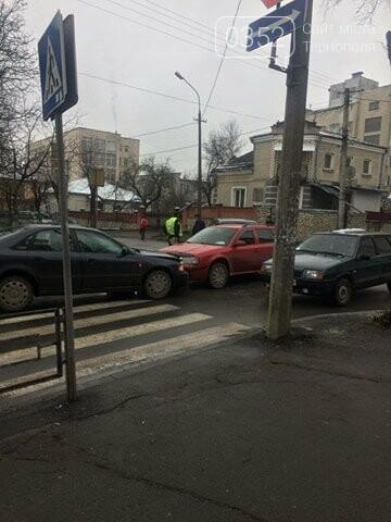 У Тернополі на перехресті вул. Танцорова - Паращука ДТП за участі трьох автомобілів (ФОТО), фото-1