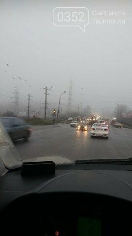У Тернополі на Гаївському перехресті автомобіль злетів з дороги (ФОТО+ВІДЕО), фото-2