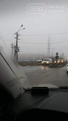 У Тернополі на Гаївському перехресті автомобіль злетів з дороги (ФОТО+ВІДЕО), фото-3