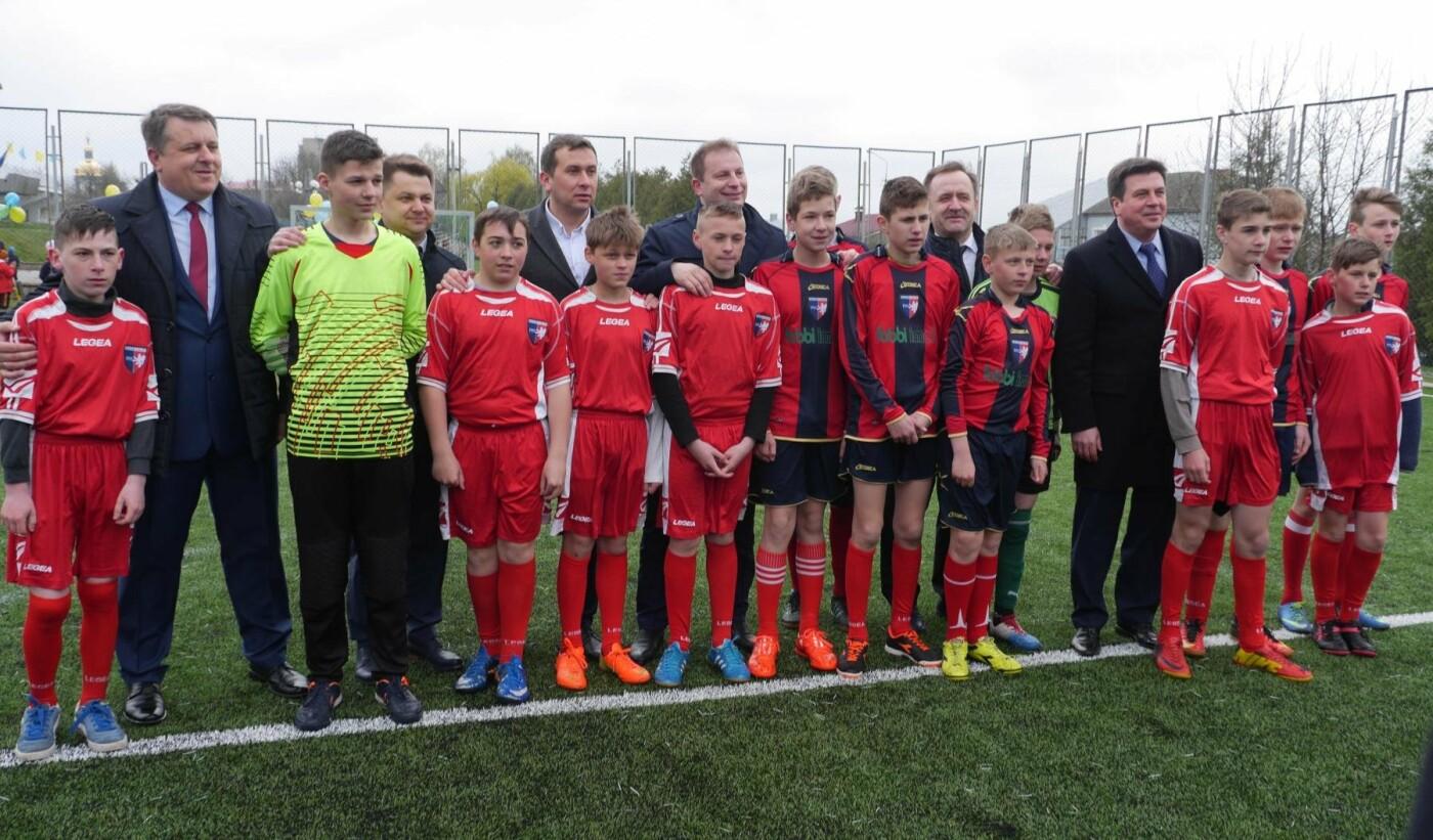 Тарас Юрик: у 2018 році на Тернопільщині буде відкрито понад 25 сучасних футбольних майданчиків, фото-1