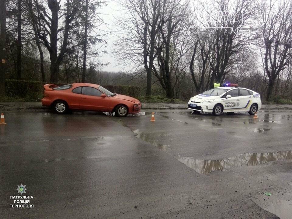 У Тернополі біля Березолю внаслідок аварії автомобіль злетів в урвище (ФОТО+ВІДЕО), фото-1