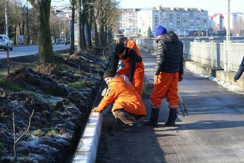 Ремонт тротуарів на дамбі Тернопільського ставу планують закінчити цього року, фото-1