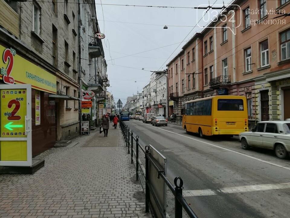 Через зупинку тролейбусів у центрі Тернополя формуються величезні затори (ФОТО), фото-8