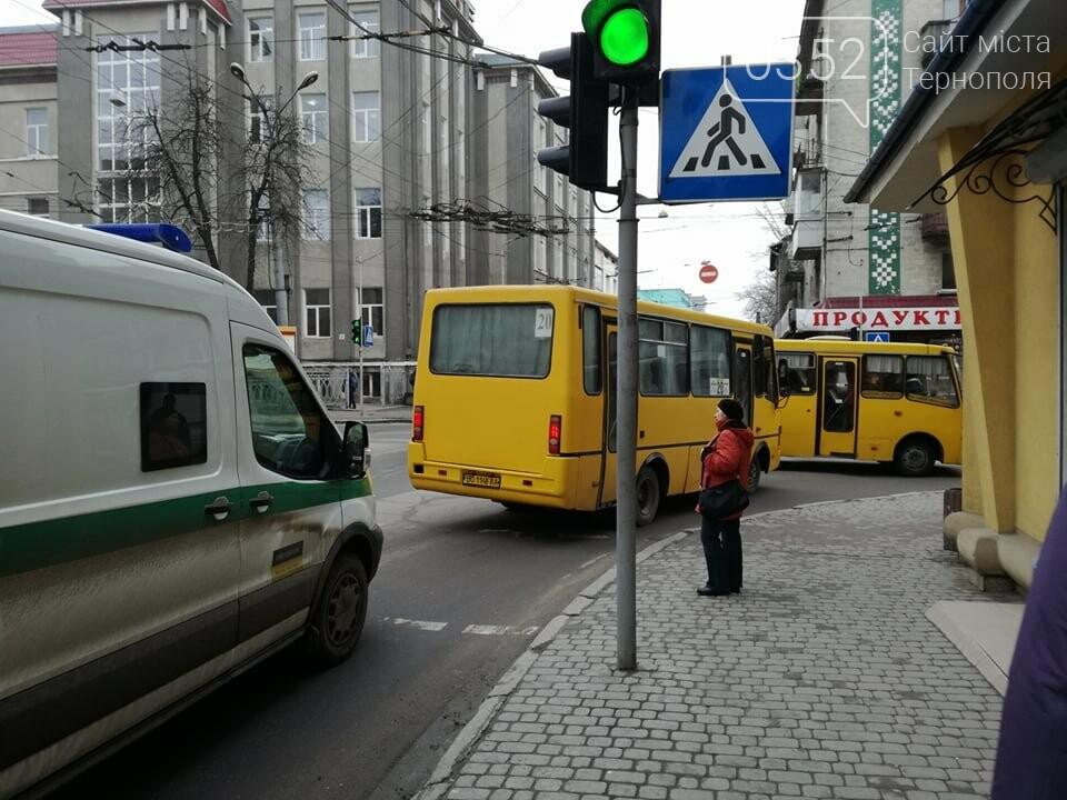 Через зупинку тролейбусів у центрі Тернополя формуються величезні затори (ФОТО), фото-5