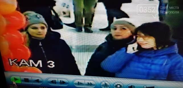"""В Тернополі розшукують жінок, які """"обчистили"""" магазин  (фото), фото-1"""