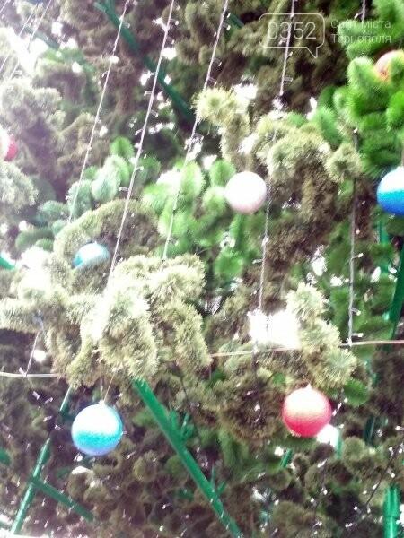 У Тернополі головну новорічну красуню міста прикрасили новими іграшками (фото), фото-2