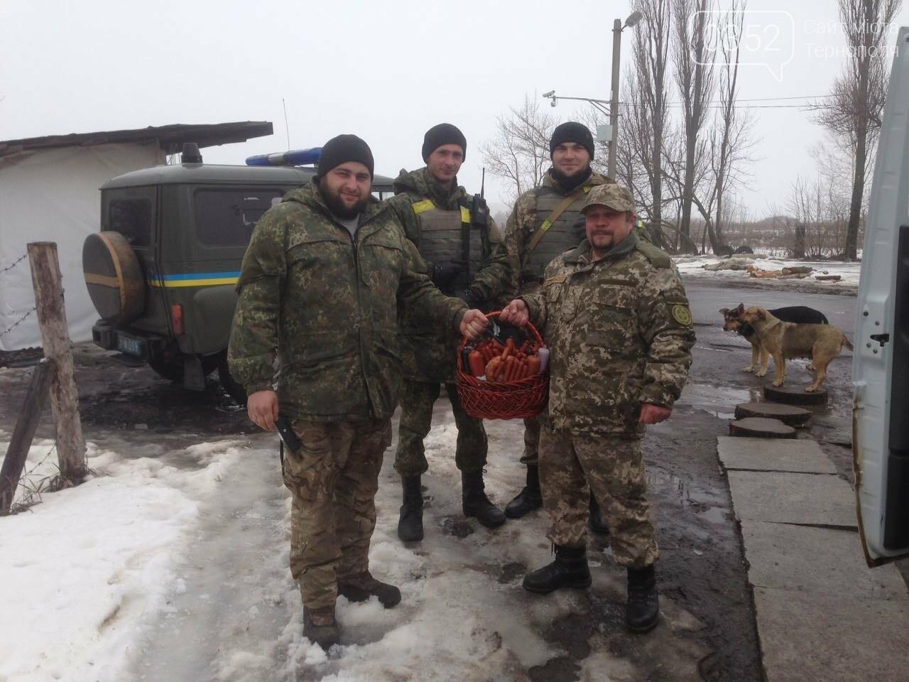 Тернополяни, що служать на передовій, отримали великодні подарунки, фото-2