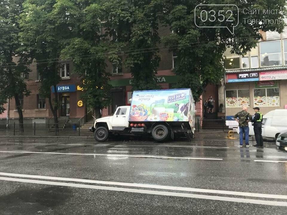 В центрі Тернополя під вантажівкою провалився асфальт (ФОТО), фото-2