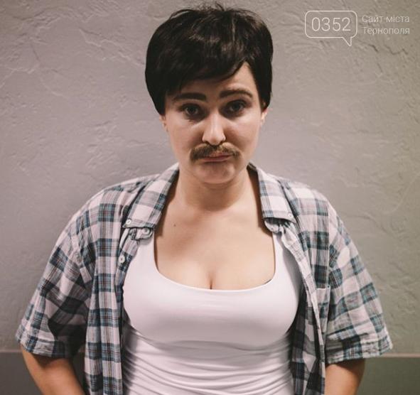 """Відома тернополянка, """"відростивши"""" вуса, стала чоловіком (ФОТО)"""