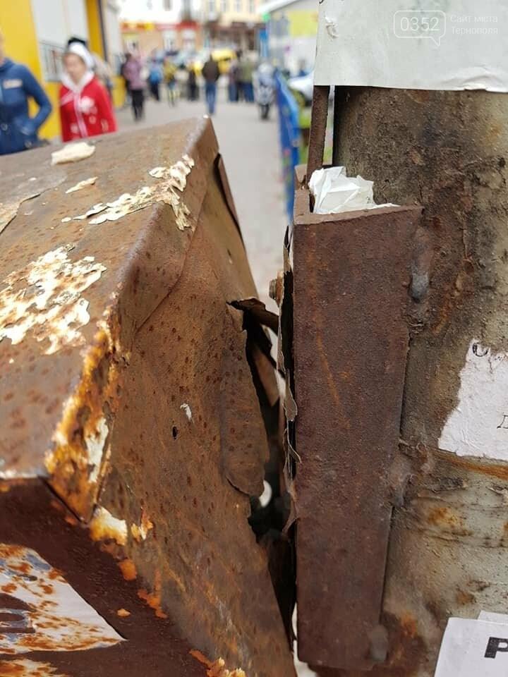 """""""Можливо, це нова технологія нашого міста?"""": на Тернопільщині корозія металу майже знищила світлофор (ФОТО), фото-2"""