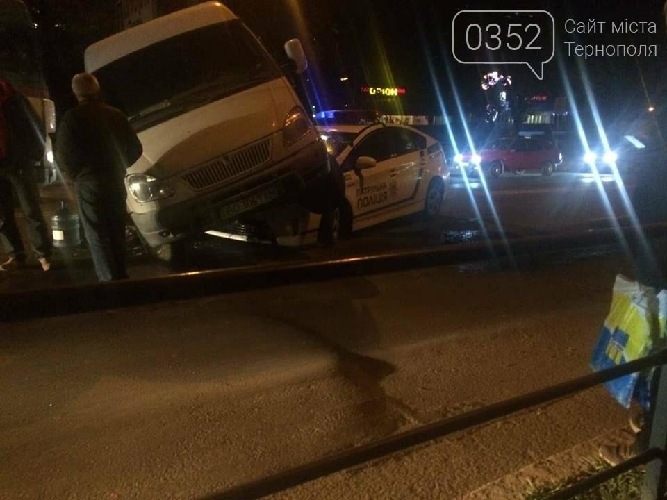 У Тернополі зіткнулися мікроавтобус та авто патрульної поліції (ФОТО+ВІДЕО), фото-4
