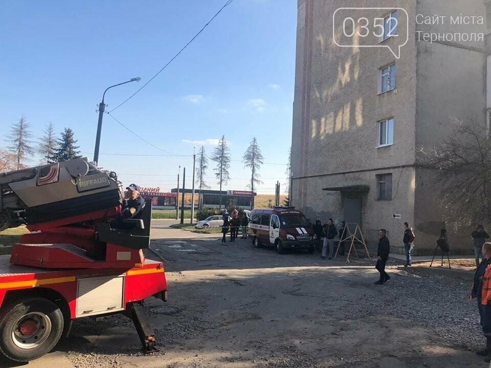 У Тернополі мешканець будинку на Протасевича, 4 в стадії загострення шизофренії кинувся з ножем на молоду сім'ю з маленькою дитиною і погро..., фото-1