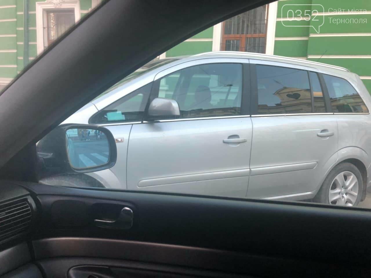 У Тернополі на вулиці Січових Стрільців невідомий припаркував своє авто посеред дороги (ФОТО), фото-5
