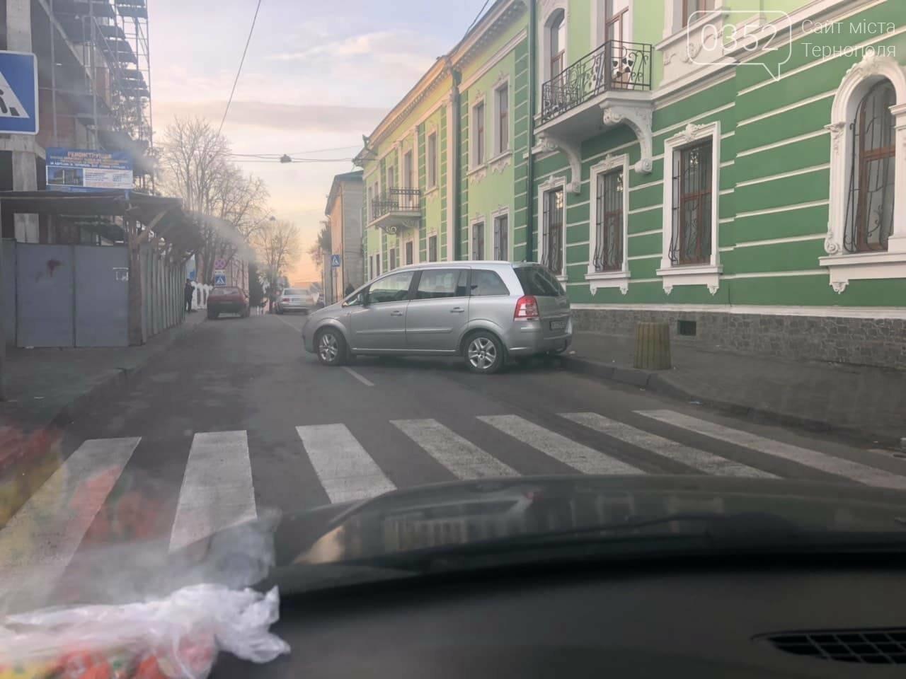 У Тернополі на вулиці Січових Стрільців невідомий припаркував своє авто посеред дороги (ФОТО), фото-4