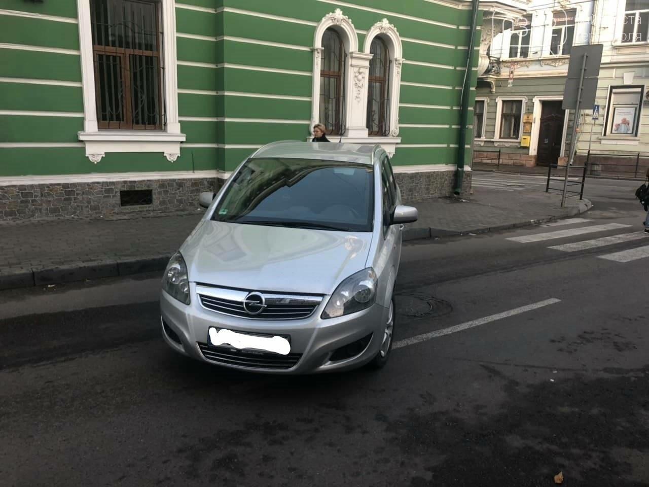 У Тернополі на вулиці Січових Стрільців невідомий припаркував своє авто посеред дороги (ФОТО), фото-1