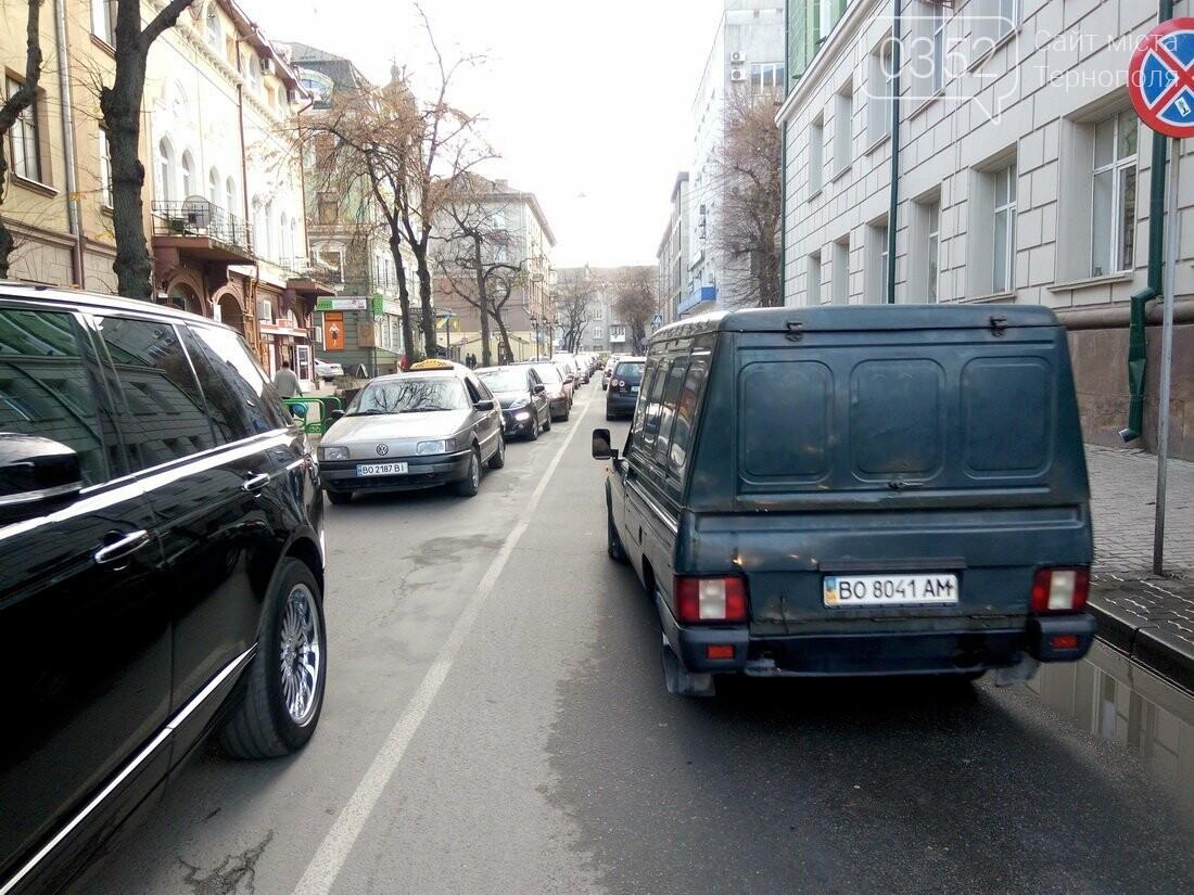 Центр Тернополя паралізовано: люди перекрили рух на трьох дорогах, протестуючи проти нових тарифів на проїзд (Фото), фото-7