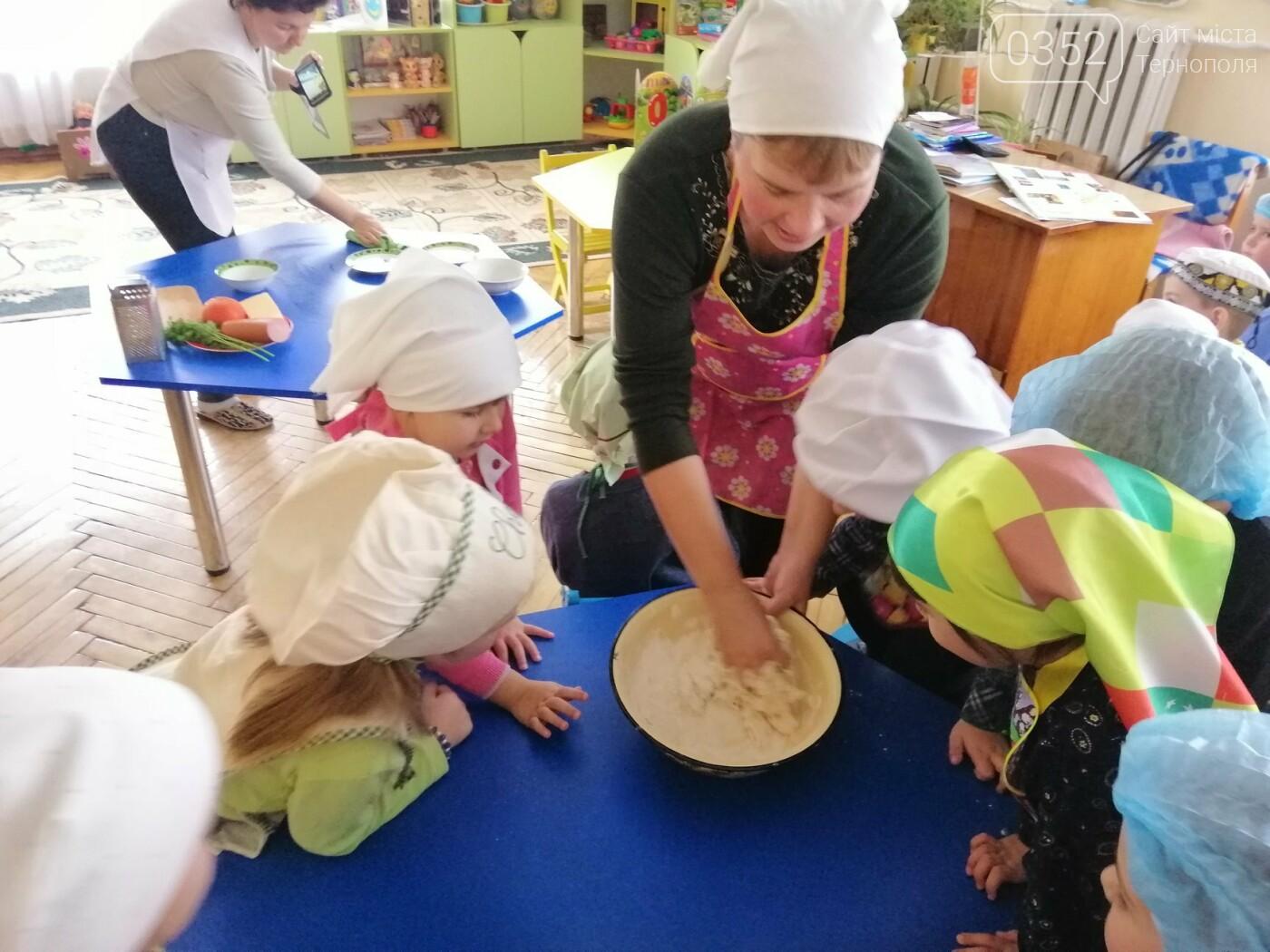 У дитсадочку на Тернопільщині дошкільнят креативно навчають  самостійності (ФОТО), фото-2