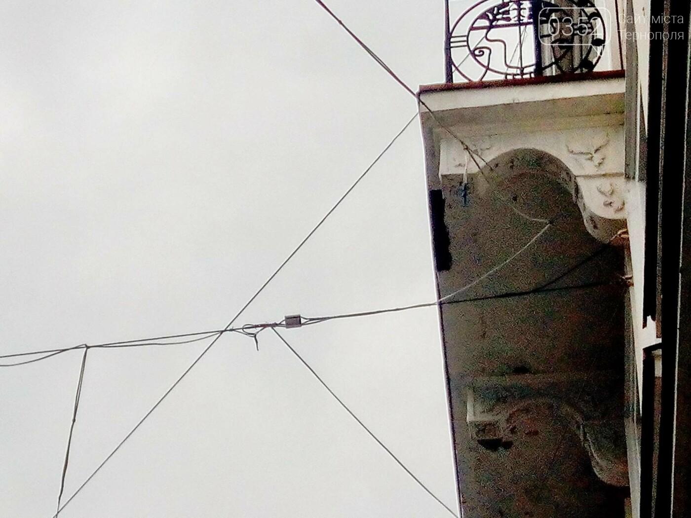Тернополянам на вул. Валовій на голову може впасти ілюмінація (фото), фото-1