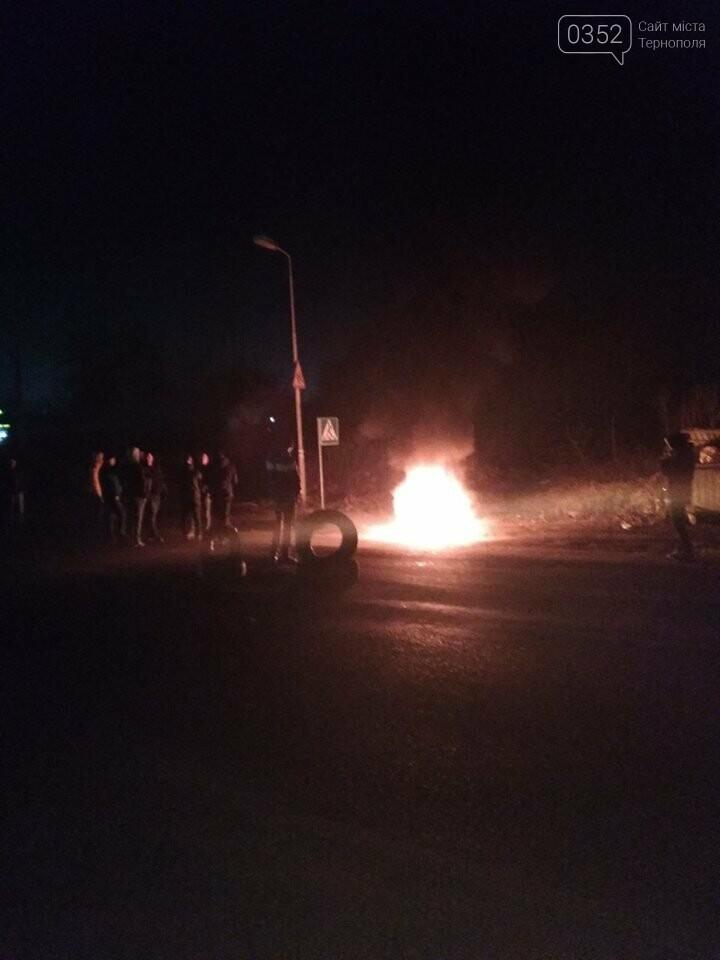 На Тернопільщині протестувальники палили шини поблизу АЗС (фото), фото-2