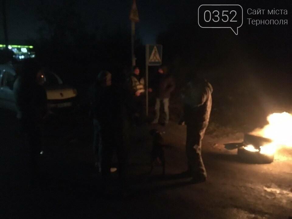 На Тернопільщині протестувальники палили шини поблизу АЗС (фото), фото-1
