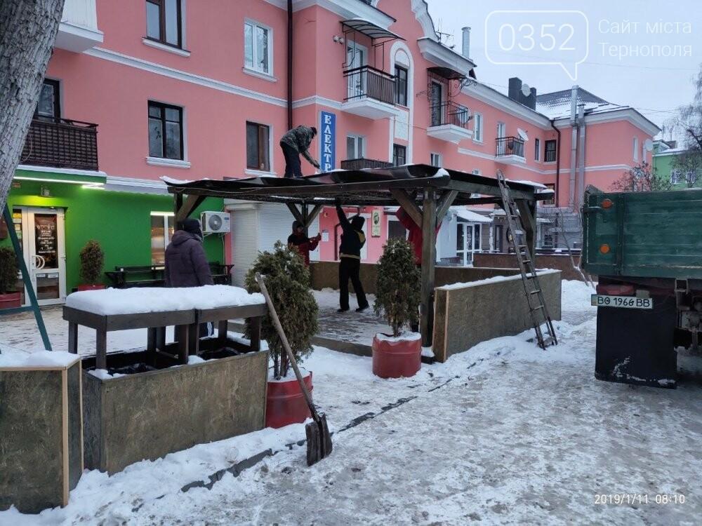 На Сагайдачного у Тернополі демонтували літній майданчик (фото), фото-1