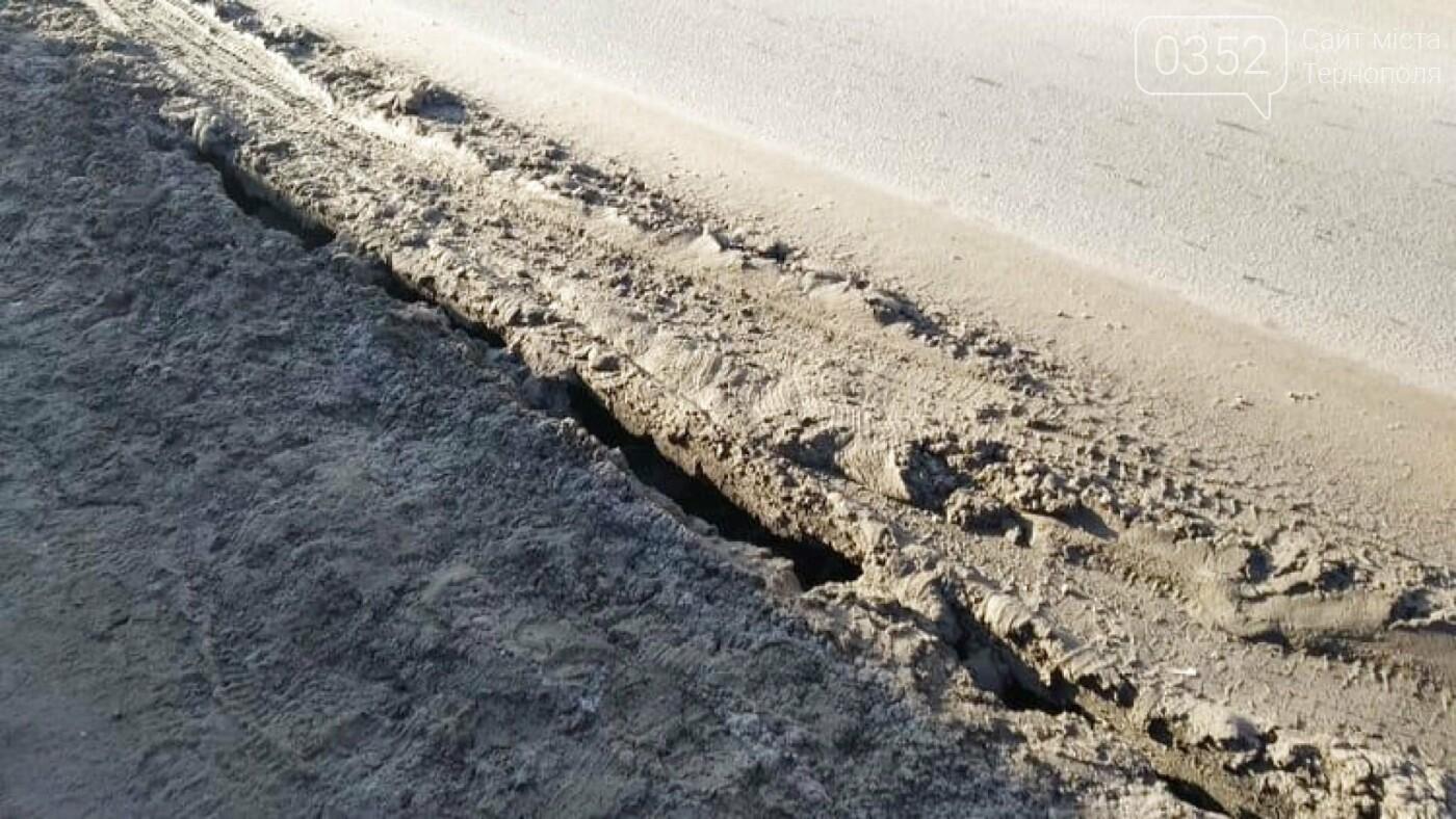 """""""В тріщину може пролізти нога"""": стан тротуару в Тернополі на Збаразькій жахає (Фото), фото-3"""