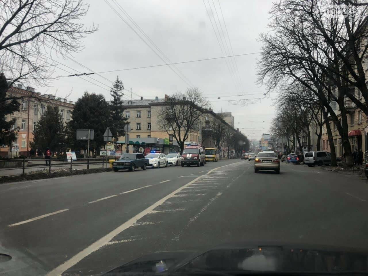 У самому центрі Тернополя наряди поліції та рятувальників: стало відомо, що трапилось, фото-1