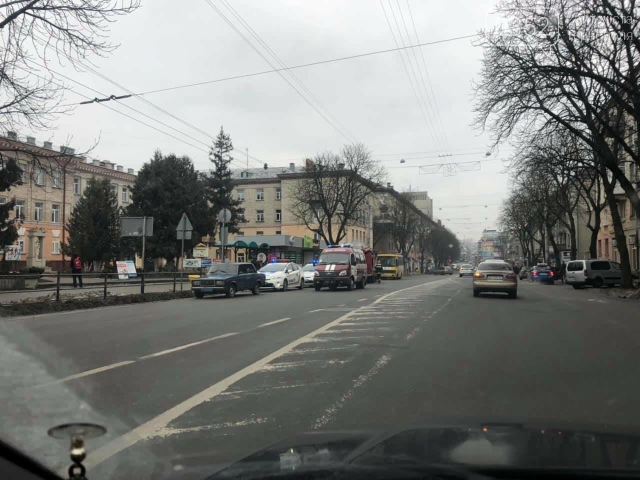 У самому центрі Тернополя наряди поліції та рятувальників: стало відомо, що трапилось, фото-3