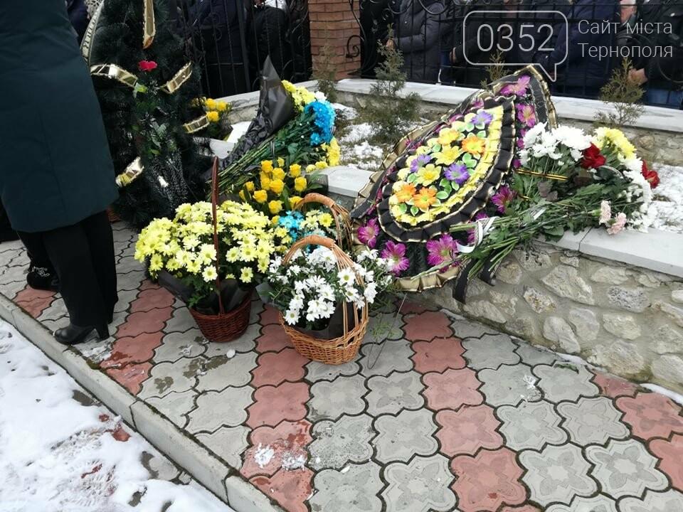 Тернопільщина: попрощатися з Олександром Цюхом прийшло більше тисячі людей (ФОТО), фото-2