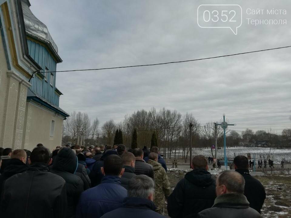 Тернопільщина: попрощатися з Олександром Цюхом прийшло більше тисячі людей (ФОТО), фото-5