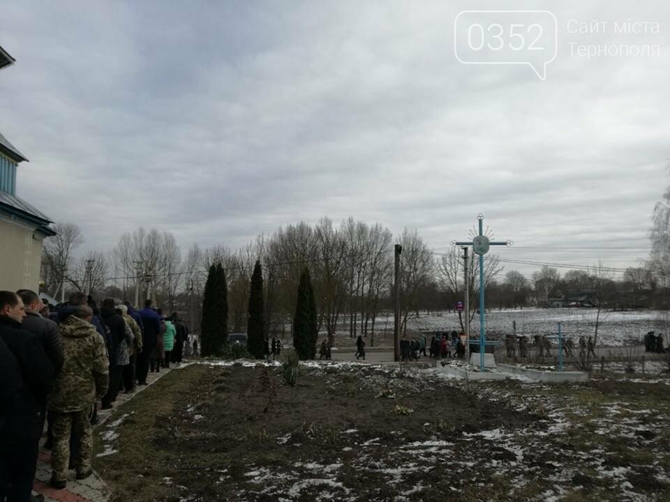 Тернопільщина: попрощатися з Олександром Цюхом прийшло більше тисячі людей (ФОТО), фото-8